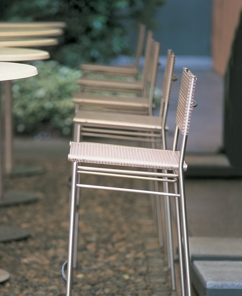 bonacina_outdoor_missB-stool-outdoor_preview